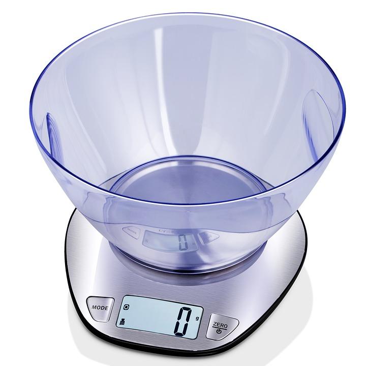 kitchen scale 2442598 960 720 - Hướng dẫn cách lựa chọn đúng loại cân sức khỏe.